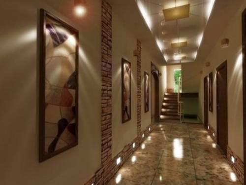 Дизайн длинного коридора квартиры фото