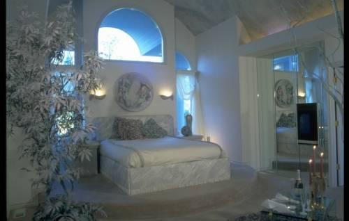 Интерьер спальни в мансарде интерьер